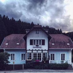 Moody Miesenbach Home Fashion, Cabin, Mansions, House Styles, Home Decor, Mansion Houses, Homemade Home Decor, Villas, Fancy Houses