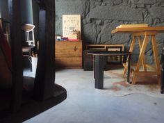 #mercadoloftstore #umseisum #porto #view #pointofview #inspiration #inspirationroom #decor #decoração #interior #interiordesign #design #table #mesa #sidetable #mesadejantar #carvalho #geometria #geometry #camera #quadros #baú #cadeira #chair #woodenchair #soap #special #natural