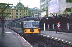 Moorgate station April 1964 Photo by Ron Fisher (from his website) Electric Locomotive, Diesel Locomotive, Steam Locomotive, E Electric, Electric Train, Old London, North London, Commuter Train, Disused Stations