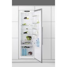 With A++ energy efficiency rating, this refrigerator combines excellent performances with very low energy consumption. Read more about the Electrolux integrated refrigerator which is available in white+stainless steel door with antifingerprint. Tall Fridge, Built In Refrigerator, Integrated Fridge, Stainless Steel Doors, Kitchenette, Home Entertainment, Bathroom Medicine Cabinet, Locker Storage, Kitchen Appliances