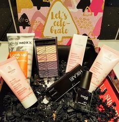 Mihaela Testfamily: Unboxing der Pink Box Let´s Celebrate - ein Grund zum feiern?  http://www.mihaela-testfamily.de  #pinkbox #pinkbox_de #Beauty #BeautyBox #cosmetics #skincare #BeautyBlog #eyeshadow #TiU #Hikari