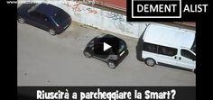 Ampio parcheggio per una Smart ma la guidatrice non ci riesce