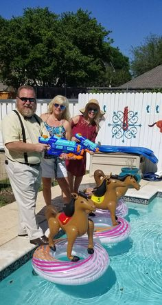 Kentucky Derby do-it-yourself horse race for your swimming pool. ok this is adorable Horse Racing Party, Horse Race Game, Horse Party, Kentucky Derby Hats, Kentucky Derby Party Ideas, Derby Games, Derby Recipe, Race Party, Party Party
