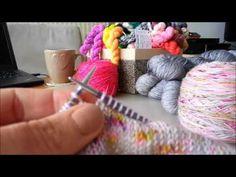 Tutoriel châle Jimmy - Mailles croisées à droite Jimmy, Crochet, Couture, Loom Knit, Tips And Tricks, Ganchillo, Haute Couture, Crocheting, Knits