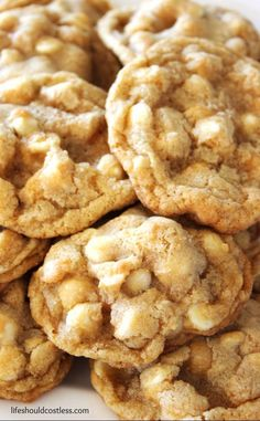 I grew up loving Subway Restaurants White Chocolate Chip Macadamia Nut Cookies.in fact, during my fluffiest days, I used to go and buy them by the dozen or half-dozen and scarf them down. Cookie Desserts, Just Desserts, Cookie Recipes, Delicious Desserts, Dessert Recipes, Yummy Food, Pecan Desserts, Cheesecake Recipes, White Chocolate Macadamia