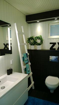 Mustavalkoinen WC, kohteessa Terra Talo / Kalajoen Loma-asuntomessut 2014 Bathrooms, Bathtub, Standing Bath, Bath Tub, Bathroom, Bathtubs, Bath