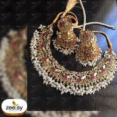 Bridal Jewelry Vintage, Indian Wedding Jewelry, Bridal Jewelry Sets, Indian Jewelry, Bridal Jewellery, Pakistani Jewelry, Antique Jewellery Designs, Gold Jewellery Design, Fancy Jewellery