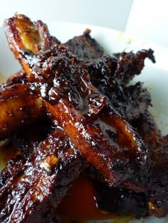 These Spicy Korean Pork Spare Ribs are succulent, sweet, and spicy. They require some advance marinade preparation, but then are easily cooked in the oven. of pork ribs Marinade 2 heaped tbsp Korean red Asian Cooking, Slow Cooking, Cooking Recipes, Cooking Lamb, Cooking Salmon, Spicy Korean Pork, Korean Food, Korean Ribs, Korean Barbeque