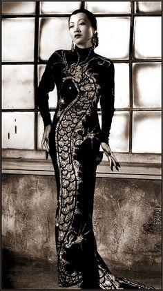 Anna May Wong, dress by Travis Banton