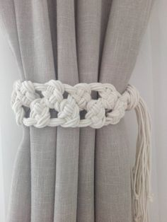Macrame Curtain Tie Backs 2 pcs Cotton Rope Curtain Tie Backs Nursery Curtain Tie Backs Curtain Holdbacks White Curtain Ties Rope Curtain Tie Back, Rope Tie Backs, Curtain Ties, Curtain Tie Backs Diy, Macrame Art, Macrame Design, Macrame Projects, Diy Projects To Make And Sell, Gypsy Decor