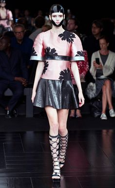 Alexander McQueen - PFW Spring/Summer 2015 - www.so-sophisticated.com