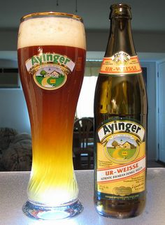 This is full, fruity and wheaty. It's refreshing and delish. Great for first time Bavarian drinkers. Beer Glassware, Malt Beer, Beer 101, Beers Of The World, Brew Pub, Beer Label, Beer Lovers, Bottle Labels, Brewery