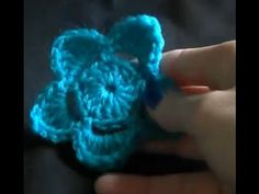 Crochet a flower Tutorial - YouTube