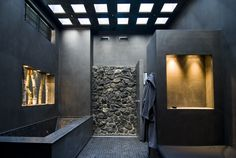 Bertram Beerbaum tries to underscore that the design is only half of the success of the execution. Bathroom Spa, Bathroom Toilets, Modern Bathroom, Bathroom Ideas, Bad Inspiration, Bathroom Inspiration, Dark Bathrooms, Luxury Bathrooms, Dark House