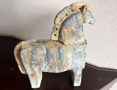 Decoración de Ambientes, trabajos y venta de objetos. Horse Sculpture, Sculpting, Buddha, Armchair, Horses, Ceramics, Inspiring Art, Inspiration, Furniture