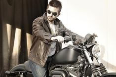 "Hello cute guy on motorcycle! (Hahah and the article cracks me up too. ""dealing with a bad boy"". Boys Like, Bad Boys, Sexy Biker Men, Hello Cute, Black Leather Motorcycle Jacket, Favorite Book Quotes, Wild Girl, Book Trailers, Book Boyfriends"