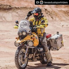 L'image contient peut-être : une personne ou plus et moto Trail Motorcycle, Motorcycle Travel, Moto Bike, Touring Motorcycles, Touring Bike, Cars And Motorcycles, Bmw Adventure Bike, Bmw R1100gs, 1200 Custom
