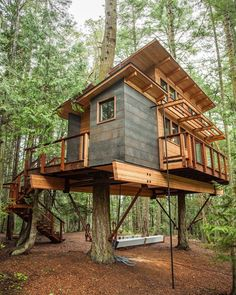 52 trendy small tree house for kids cabin Tree House Plans, Woodland House, Cabin In The Woods, Cool Tree Houses, Tree House Designs, Rustic Home Interiors, Diy Holz, Play Houses, Architecture