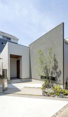 中庭から光と風が通う家 愛知・名古屋の注文住宅ならクラシスホームへ。自由設計でありながら価格を抑えてデザイン性の高い注文住宅をご提案しています。 塗り壁 / 石張り / 無垢材 / 平屋 / 造作家具
