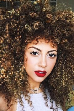 The Highlighting Technique Perfect for Curly-Haired Girls