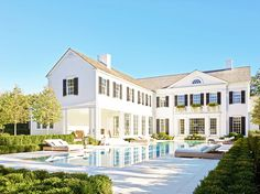Mansion in the Hamptons with pool