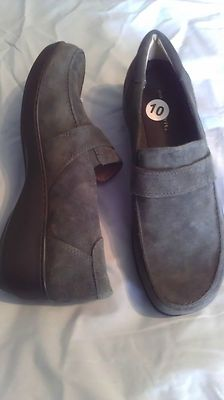 Look what I found on @eBay! http://r.ebay.com/K4AzdI Easy Spirit Genuine Sueded Leather Slip On Shoes Ladies size 10