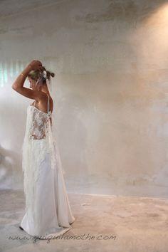 robe de mari e dentelle soie lace and silk wedding dress on pinterest robes satin and glamour. Black Bedroom Furniture Sets. Home Design Ideas