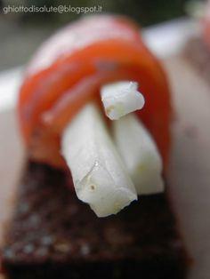 rollè di salmone con crema di caprino e sedano bianco