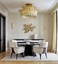 Столовая. Кресла из коллекции предметов по дизайну Лейлы Улуханли. Ковер Dazzle, вискоза, Dovlet House.