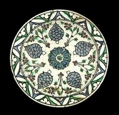 An Iznik pottery Dish Turkey, 17th Century