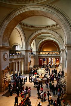 Monumental entrance hall, Metropolitan Museum of Art, New York. Must revisit this enormous gallery. Only saw a fraction last time . New York Travel, Travel Usa, Ville New York, Voyage New York, I Love Nyc, Las Vegas, Destinations, Amazing Architecture, Metropolitan Museum