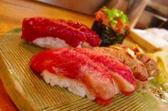 【激安グルメ】中落ちからハラミまで…1貫180円から激うま馬肉が堪能できる恵比寿横丁「肉寿司」