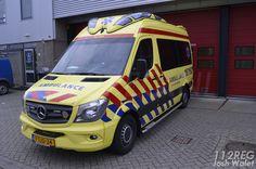 BUENOS DÍAS MUNDOOOOO !!! Las nuevas Mercedes comienzan a verse ya por todos los países del mundo. Esta vez nos muestran la parte de la cabina nuestros compañeros desde Holanda en la ciudad de Limburg. ¿ Quereis ver el interior de la parte asistencial ?