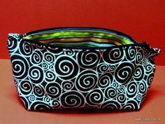"""SOLD Täschchen """"Kringel g'streift"""", 18,5 x 10cm, innen gestreift, außen Kringelstoff//Small bag, 18,5 x 10cm, inner lining with coloured stripes, on the outside white squiggles on black background."""