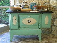 re-purposed antique stove Vintage Kitchen Decor, Farmhouse Kitchen Decor, Vintage Decor, Vintage Green, Kitchen Stove, Old Kitchen, Kitchen Retro, Kitchen Items, Old Stove