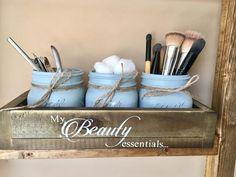 49 Ideas Makeup Storage Diy Bathroom Mason Jars – Makeup is art Wine Bottle Crafts, Mason Jar Crafts, Mason Jar Diy, Diy Jars, Diy Makeup Storage Box, Jar Storage, Storage Ideas, Storage Baskets, Storage Solutions