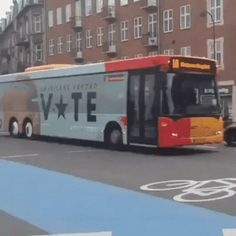 The eyes of the bus go round and around – Gif