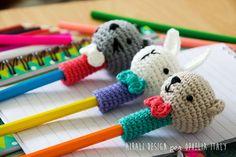 Ami-pencils by Ilaria Caliri Crochet Blanket Patterns, Amigurumi Patterns, Amigurumi Doll, Crochet Boots, Cute Crochet, Knitting Projects, Crochet Projects, Crochet Pencil Case, Ty Beanie Boos