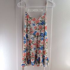 """Soft Rose Dress Beautiful soft dress for the spring/summer. Please note second picture. I'm 5'4"""" wearing a size small. This dress fits best for someone my height or shorter! Dresses"""