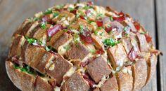 Reuben-Zupfbrot mit Pastrami, Käse und Sauerkraut