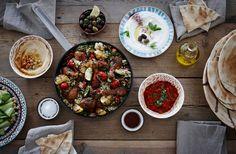 Sammensæt en lækker marokkansk middag med ris, kylling og velsmagende tilbehør – et nemt måltid i hverdagen.