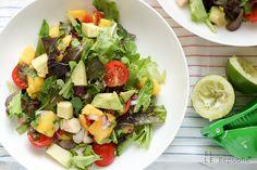 Ein Avocado-Garnelen-Salat ist Sommer pur. Er ist voller Aromen und ein Genuss ohne schlechtes Gewissen wegen zu vieler Kalorien. Das hört sich fast schon wie eine Werbeanzeige an. Doch es stimmt :…