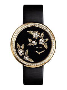 Les camélias brodés de Chanel Horlogerie