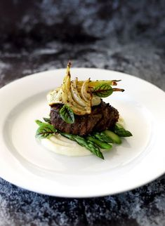 Beef Fillet, Potato Puree, Roasted Fennel, Asparagus, Smoked Garlic & Thyme Butter #beef #fennel #plating