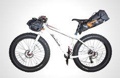 バイクパッキングをよりアクティヴに。ORTLIEBの完全防水パック3種
