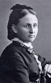 Fanny Churberg 1845 - 1892 - Suomessa työskenteli 1800-luvun lopulla tiettävästi enemmän huomattavia naistaiteilijoita kuin missään muussa maassa.Kolme naistaiteilijaa lukeutuukin Suomen taiteen parhaimmistoon: Fanny Churberg, Helene Schjerfbeck ja Ellen Thesleff.He elivät aikana, jolloin taidekoulut olivat naisilta suljettuja ja joutuivat turvautumaan yksityisopetukseen.Tähän oli mahdollisuus lähinnä varakkaiden perheiden tyttärillä.
