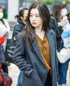 Irene-RedVelvet 171105 Gimpo Airport to Japan Kpop Fashion, Korean Fashion, Womens Fashion, Airport Fashion, Kpop Outfits, Office Outfits, Korean Outfits, Seulgi, Red Velvet Irene