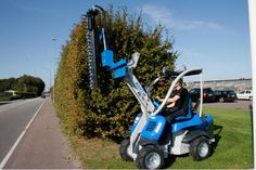 M28D avec taille haie Lawn Mower, Outdoor Power Equipment, Public, Lawn, Business, Interview, Human Height, Lawn Edger