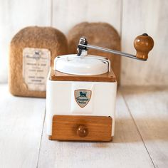 10 Vintage Kitchen Tools That Only Serious Home Cooks Will Know Cool Kitchen Gadgets, Kitchen Tools, Cool Kitchens, Café Vintage, Vintage Coffee, Vintage Cooking, Vintage Kitchen, Cooking Tools, Cooking Timer