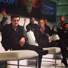 Mockingjay cast answering do you think Katniss would make a great leader. Josh going back 'mehhhh;)' Jen going 'JOSH? Hunger Games Cast, Hunger Games Fandom, Hunger Games Humor, Hunger Games Catching Fire, Hunger Games Trilogy, Katniss And Peeta, Katniss Everdeen, Josh Hutcherson, Jennifer Lawrence